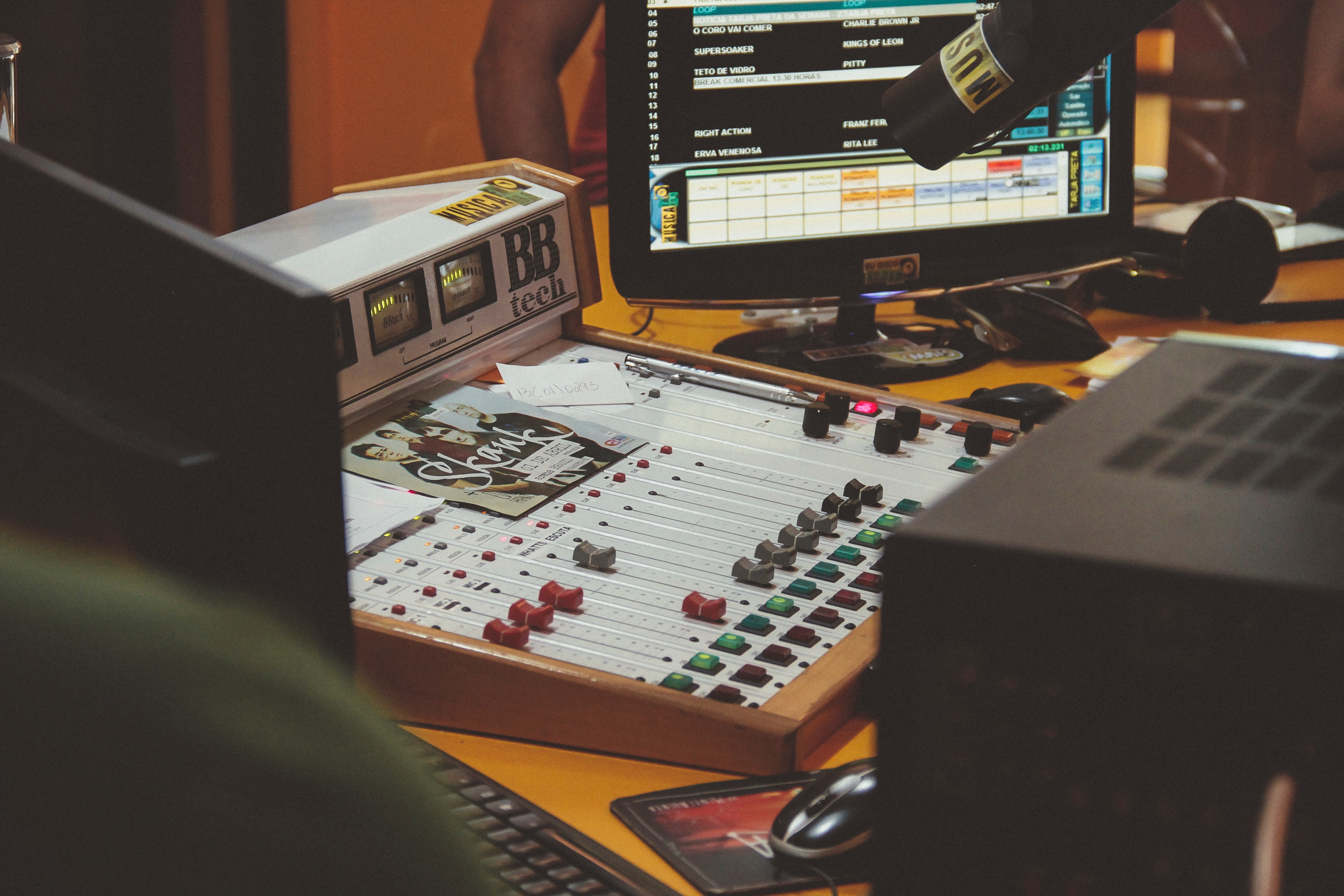 5 Radio Stations to Help Improve your English!