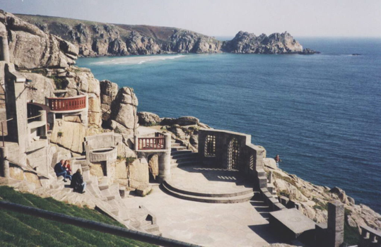 https://upload.wikimedia.org/wikipedia/commons/thumb/1/16/Minack_Theatre.jpg/1024px-Minack_Theatre.jpg