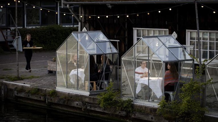 Learn English with the News – Amsterdam Restaurant Introduces 'quarantine greenhouses' for social distancing