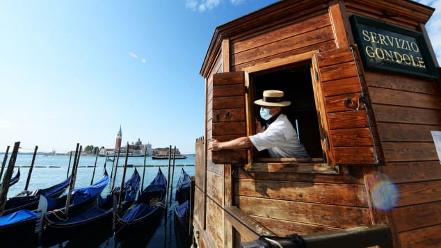 "Learn English with the News – Venice restricts numbers allowed on gondolas because tourists ""have gotten fatter"""
