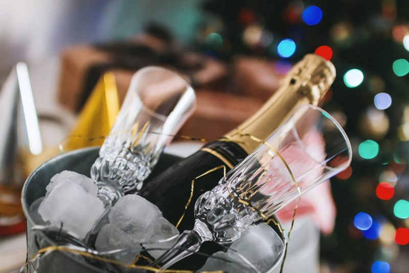 """Learn English With The News – Growers and producers against each other in France's """"champagne wars"""""""
